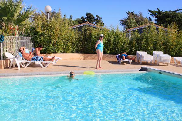 Hameau des canisses village de vacances gruissan aude for Camping carcassonne avec piscine