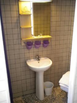 la toute petite maison de louison g te l 39 ile tudy finistere. Black Bedroom Furniture Sets. Home Design Ideas