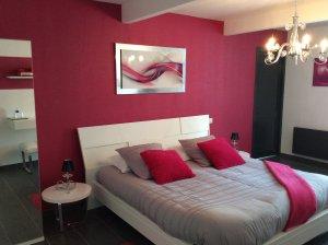 Fabulous Chambre La Perle Chambre Gris Et Fushia With Chambre Fushia Et  Gris With Chambre Blanc