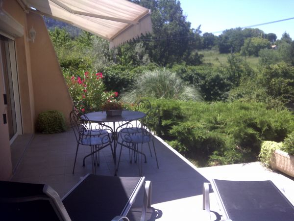 Soleil de provence location de gites avec piscine nyons drome - Accrobranche salon de provence ...
