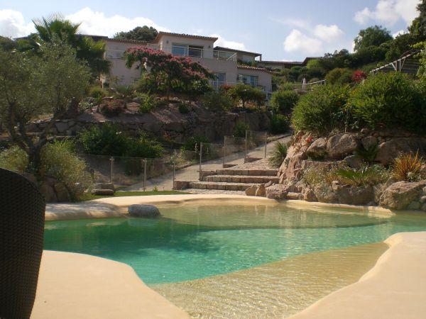 Rez de villa la maison d 39 ambre location vacances avec for Camping sud de la corse avec piscine