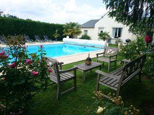 G te pause au jardin g te avec piscine chauff e st for Camping indre et loire avec piscine