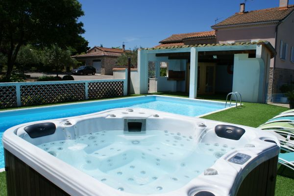 Domaine chrysophil g te de grande capacit grospierres for Piscine 5x10