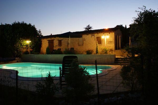 Domaine la fontaine location de gites avec piscine for Piscine d eau cognac