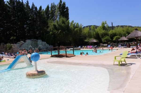 Camping domaine de gil location de mobil homes ucel for Piscine frais vallon