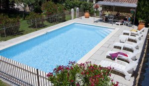 Piscine commune au 2 gites