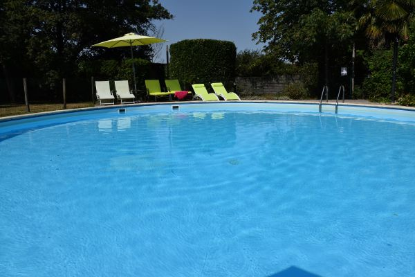 Domaine de bellevue cottage : la piscine