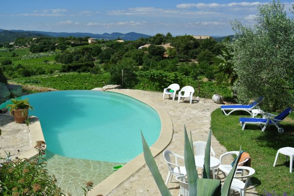 Les cigales gite avec piscine merindol les oliviers drome for Gite drome piscine