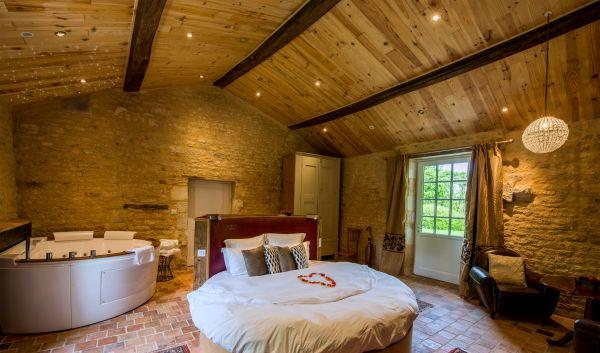 Le portail en marais poitevin chambres d 39 h tes for Chambre avec jacuzzi suisse
