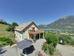 Holiday cottages close to Serre Poncon Lake.
