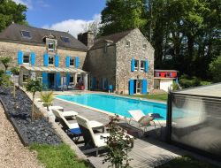B&B with pool and jacuzzi in Brittany. near Camoel