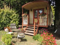 Stay in a gypsy caravan in Provence near Fontvieille
