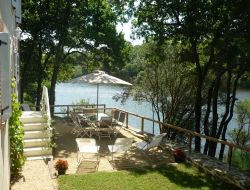 Holiday cottage at the water's edge in Vend�e. near Mareuil sur Lay Dissais