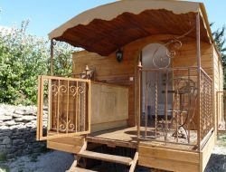 Holidays in a gypsy caravan close to Marseille near La Destrousse