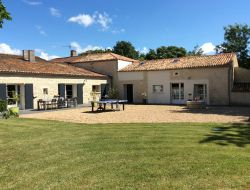 B & B with swimming pool close to La Rochelle in France. near Puyravault