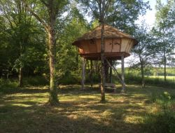 Unusal holidays in perched huts in Burgundy