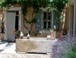 Gite de grande capacité avec piscine dans le Vaucluse.