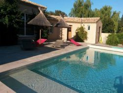 Holiday cottages with pool near Arles and Salon de Provence