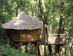 Unusual stay in perched huts in Alsace