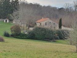Gite en pierre avec piscine en Dordogne.