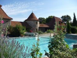 Holiday cottages with swimming pool in the Lot, France. near Marcilhac sur Célé