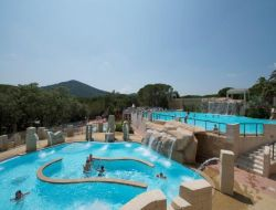 Camping with swimming pool in Provence