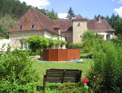 Gîte de charme avec piscine en Dordogne.