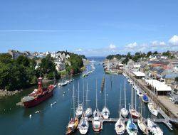 Seafront holiday accommodation Brittany near Plomodiern