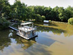 Vacances insolites en cabane flottante.