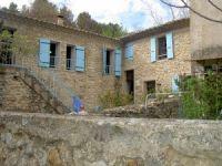 Location de vacances en pierre en Provence.