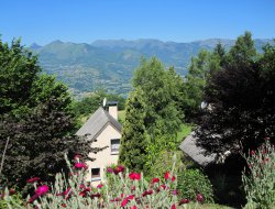 Holiday accommodation in French pyrenees near Sère Lanso