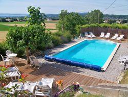 Location avec piscine dans la vallée de la Drome.