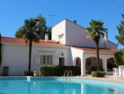 Holiday villa with pool near Beziers in Languedoc Roussillon. near Quarante