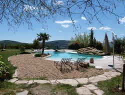 Gîte avec piscine en Haute Provence.