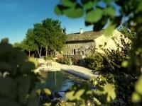 Gite de charme avec piscine en Provence.
