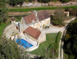Holiday home with pool close to Sarlat in Aquitaine.