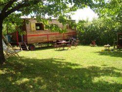 Séjour insolite dans une roulotte en Dordogne