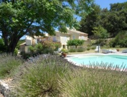 Holiday cottages with pool in Provence. near Villedieu