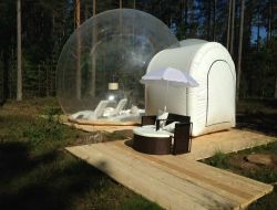 Unusual stay in transparent bubble near Orléans, France.