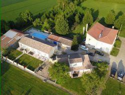 Gite avec piscine a louer près de La Rochelle.