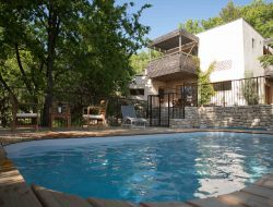 Holiday home with pool in the Vaucluse.