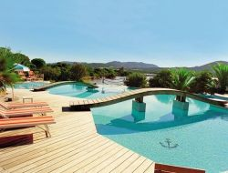 Seafront hotel with pool in south Corsica