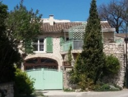 Stone holiday accommodation in the Drome, Provence. near Richerenches