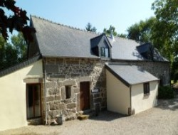 Holiday rentals with heated pool in Brittany, France. near Cleguerec
