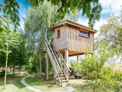 Unusual stay in perched hut in Picardy