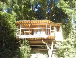 Unusual stay in perched hut in center Brittany. near Plonevez du Faou