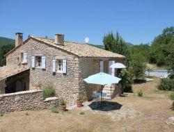 Gite avec piscine a louer en Haute Provence.