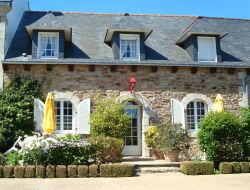 Holiday home with heated pool in the south Brittany, France.