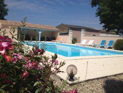 Gîte avec piscine à louer en Charente Maritime.