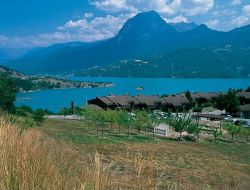 Holiday rentals close to Serre Poncon lake in the Hautes Alpes.
